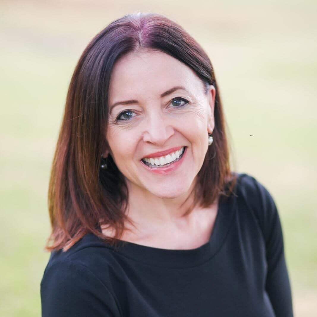Julie Podewitz Headshot