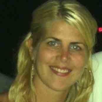 Cindy Petchulis headshot